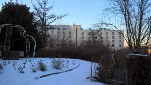 Hotel Esperanto - Sicht aus Kleingartenanlage Waidesgrund